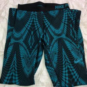 Nike *insulated* Full Length Pro Leggings